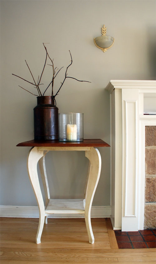 Curvy long-legged side table