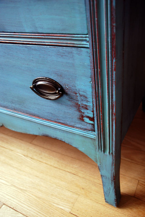 Bottom drawer detail